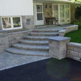 Interlock Retaining Wall & Front steps